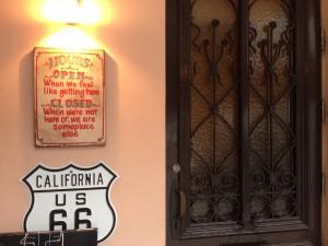 カリフォリニアの青い風玄関