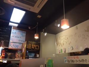 カラスマオイケ・カレー カリカリ店内
