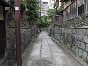 石塀小路八坂神社